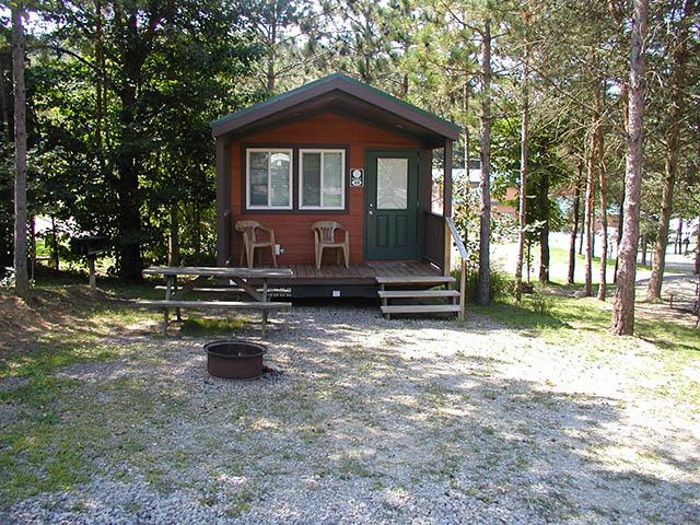 Boo boo 39 s cozy cabin 426 yogi bear 39 s jellystone park for Cozy cabins pa