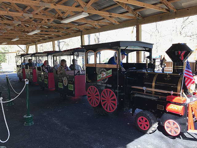 train rides at mill run jellystone near pittsburgh