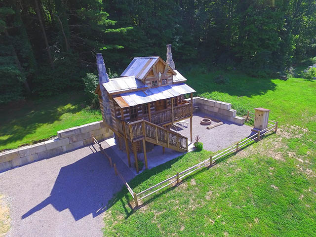 Treehouse Vacation Rental near Pittsburgh at Jellystone Park Mill Run
